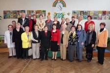 Skupinová fota bývalých i současných učitelů