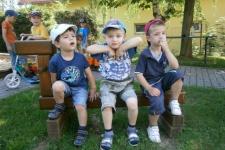Na školní zahradě