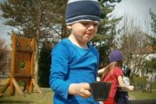 Jarní dovádění na školní zahradě