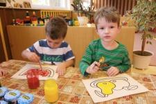 Broučci malují ovoce a zeleninu