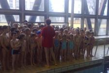 První lekce plavání