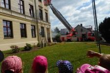 Děti z MŠ na cvičném požárním poplachu